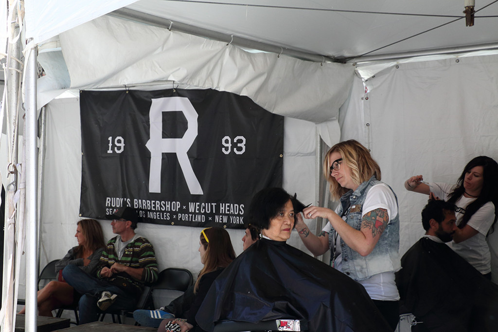 Even a haircutting booth (sh)