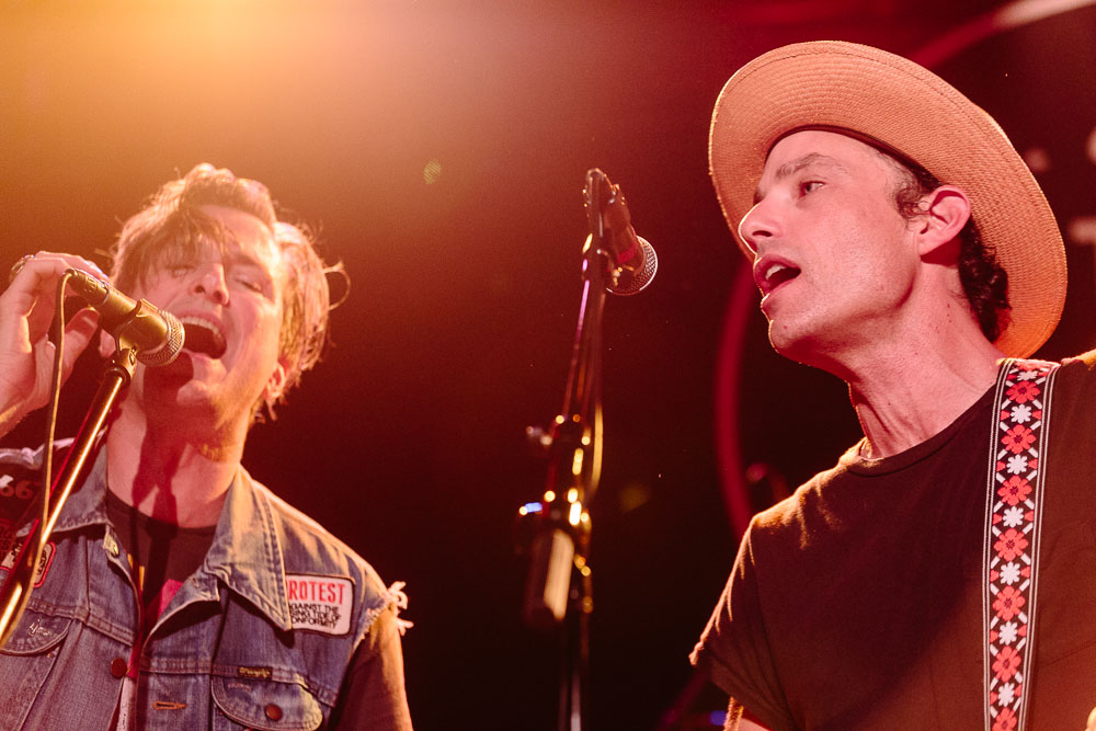 Pat Carney, Jakob Dylan, Butch Walker performing