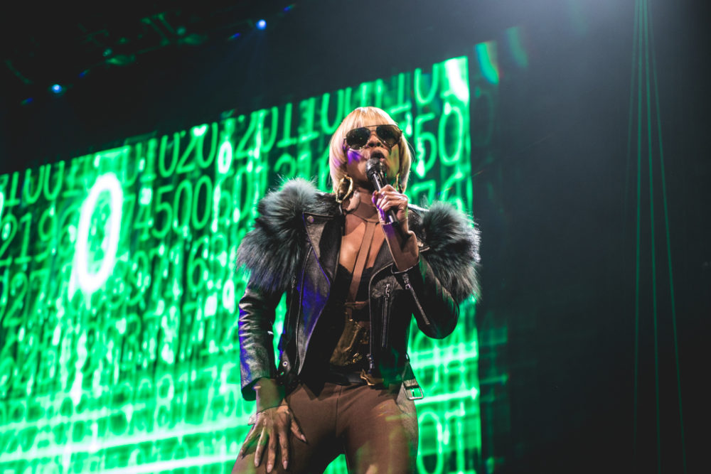 MARY J. BLIGE & MAXWELL SHAKE IT AT MADISON SQUARE GARDEN - Pancakes ...