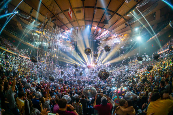 PHISH RING IN THE NEW YEAR AT THE GARDEN