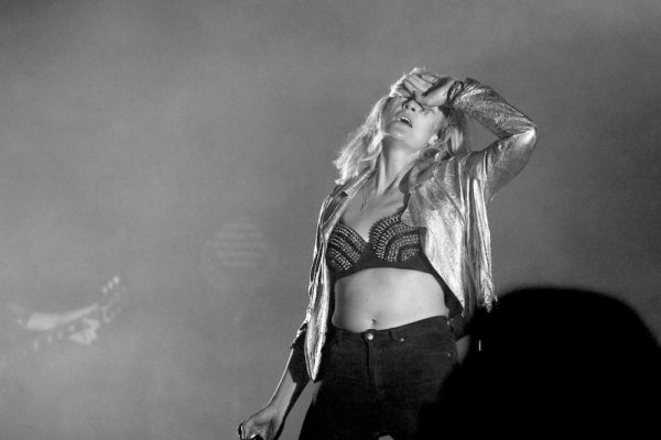 METRIC AND ZOÉ FILL KINGS THEATRE